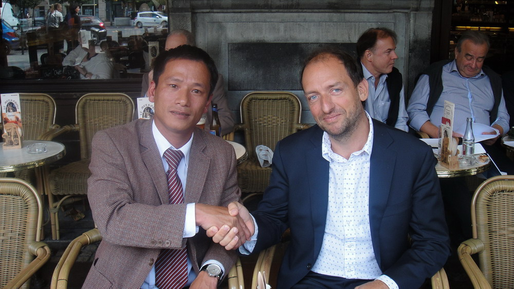 luat-su-nguyen-phu-thang-with-lawyer-xavier-brusse